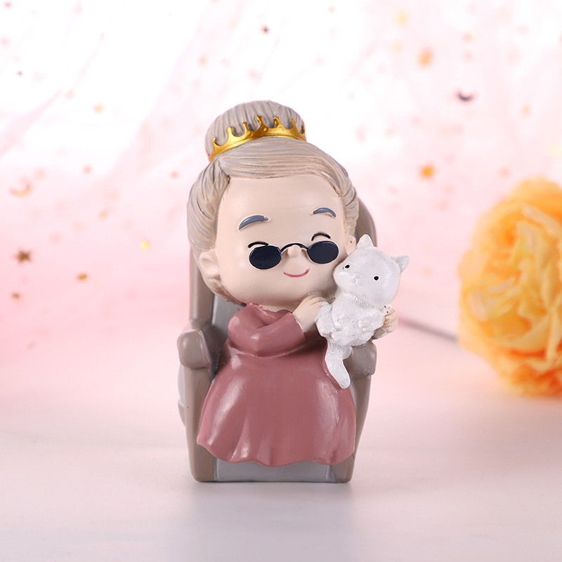 Wholesale Mini Cut Resin Grandpa Figurines Grandpa sitting in a chair Statue Cake Decoration Garden Accessories