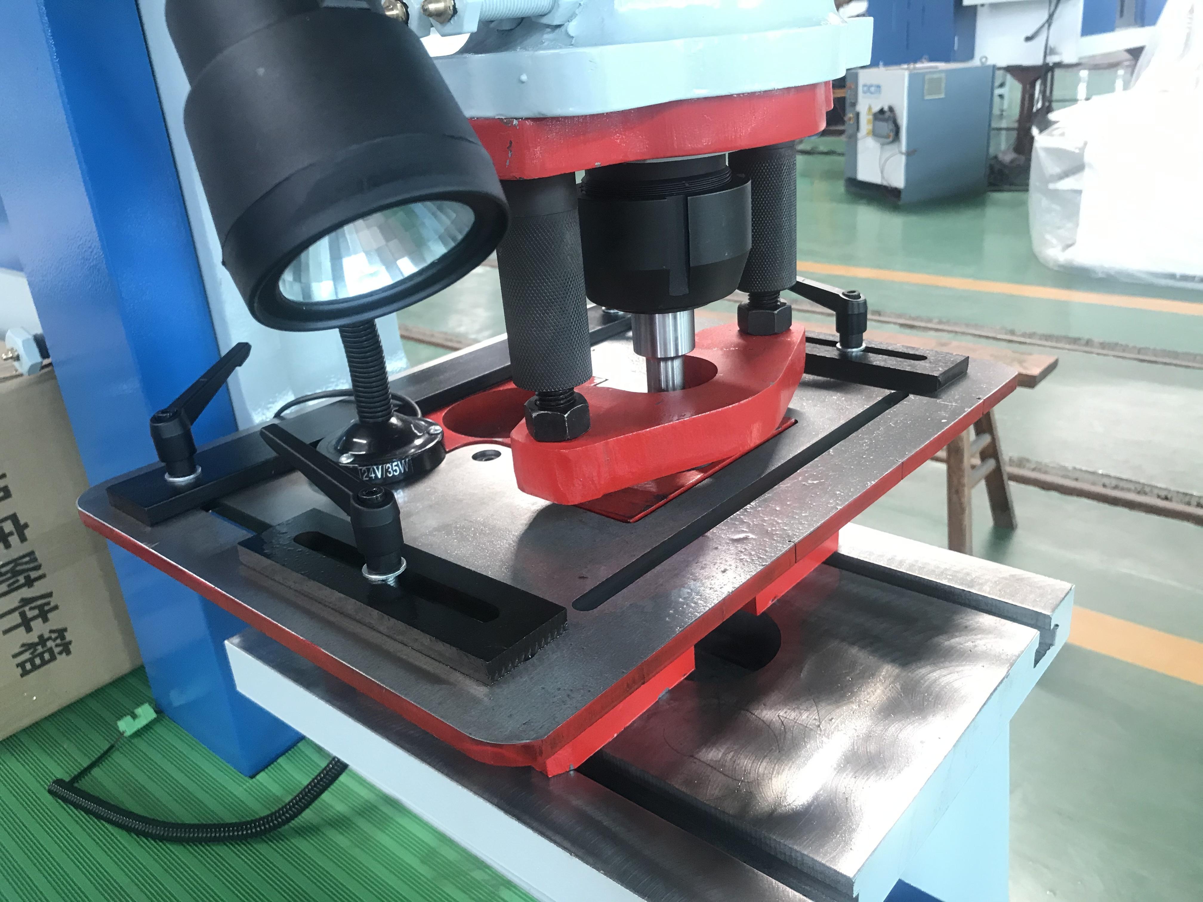 Metal Multifunctional Hydraulic Ironworker Machine with Bending Shearing and Punching