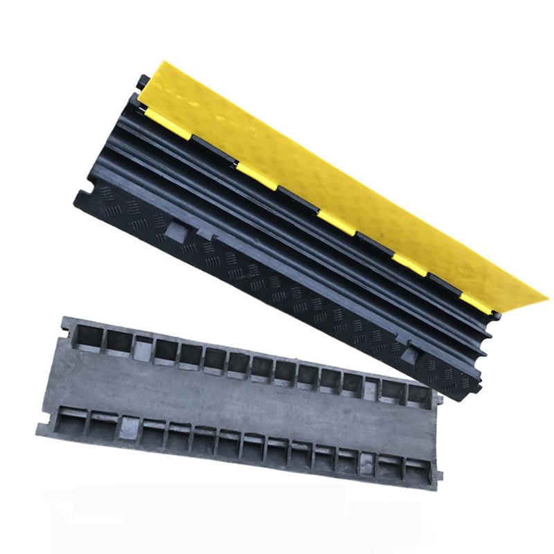 Продукт безопасности дорожного 3 канала лежачий полицейский резиновый защитный аппаратор для кабели