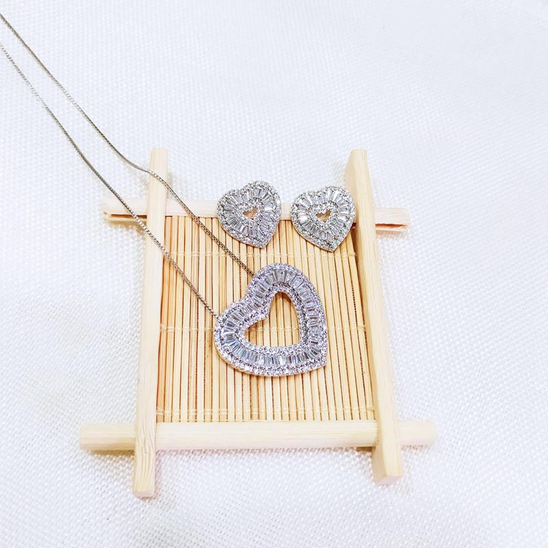 Женский комплект украшений в виде сердца из фианита