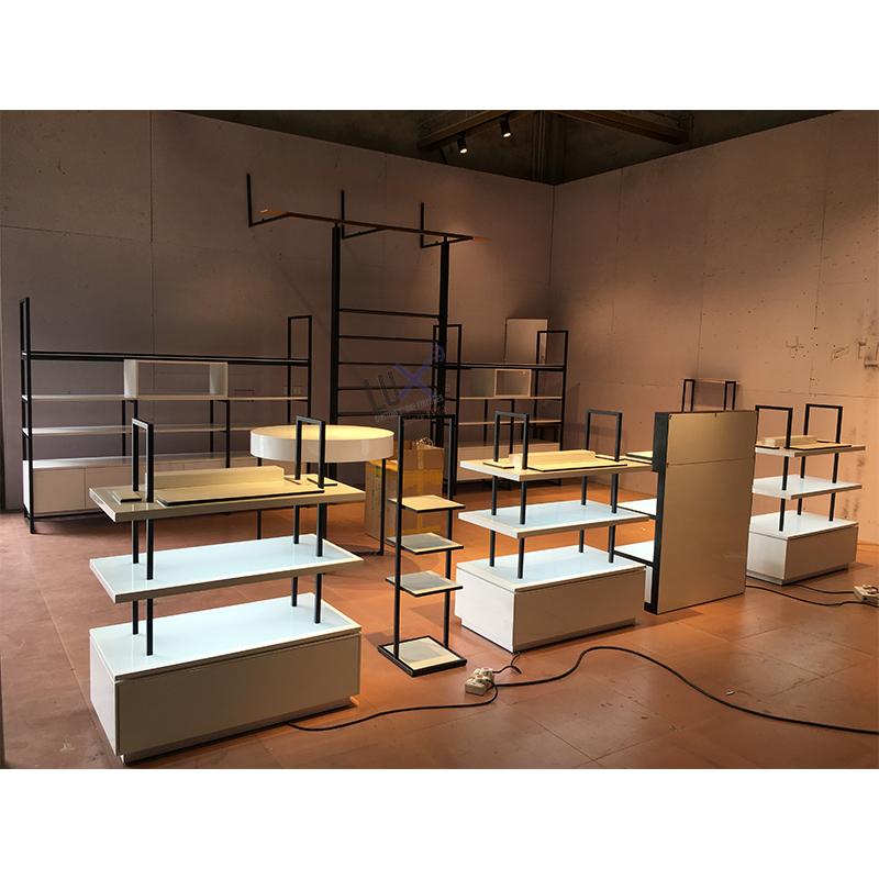 Роскошный роскошный дизайнерский косметический современный магазинный витринный шкаф со светодиодной подсветкой для модной косметики