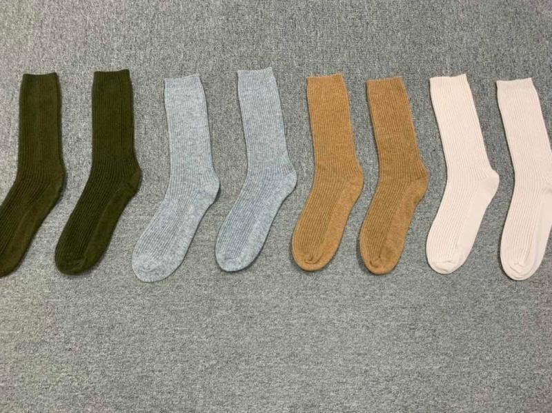 Luxury Marino Wool Hiking Socks Thick Quality Sports Outdoor Embroidery Custom Knit Camel 100% Merino Wool Cashmere Socks Women
