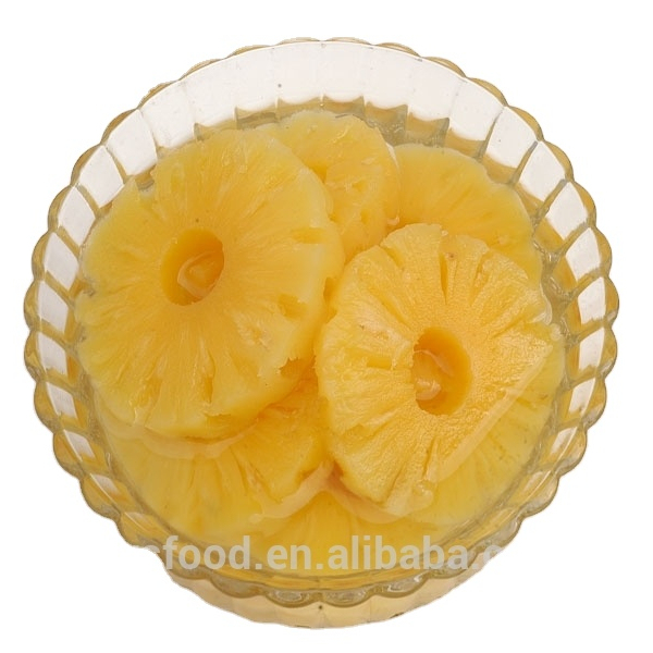Canned sliced pineapple in syrup