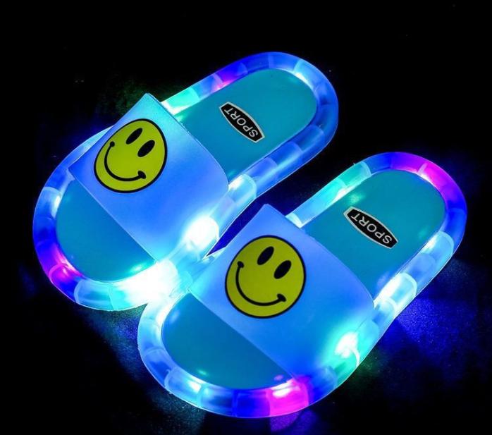 Стильные летние детские шлепанцы без задника с открытыми пальцами мальчики девочки светодиодные фонари детские сандалии с улыбающимся лицом, с открытым носком, дизайн ПВХ детские тапочки в виде единорога