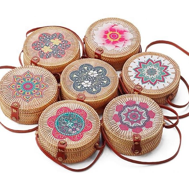 Оптовая продажа, винтажный принт, круглые вьетнамские/индонезийские пляжные Ротанговые Наплечные женские сумки-слинги
