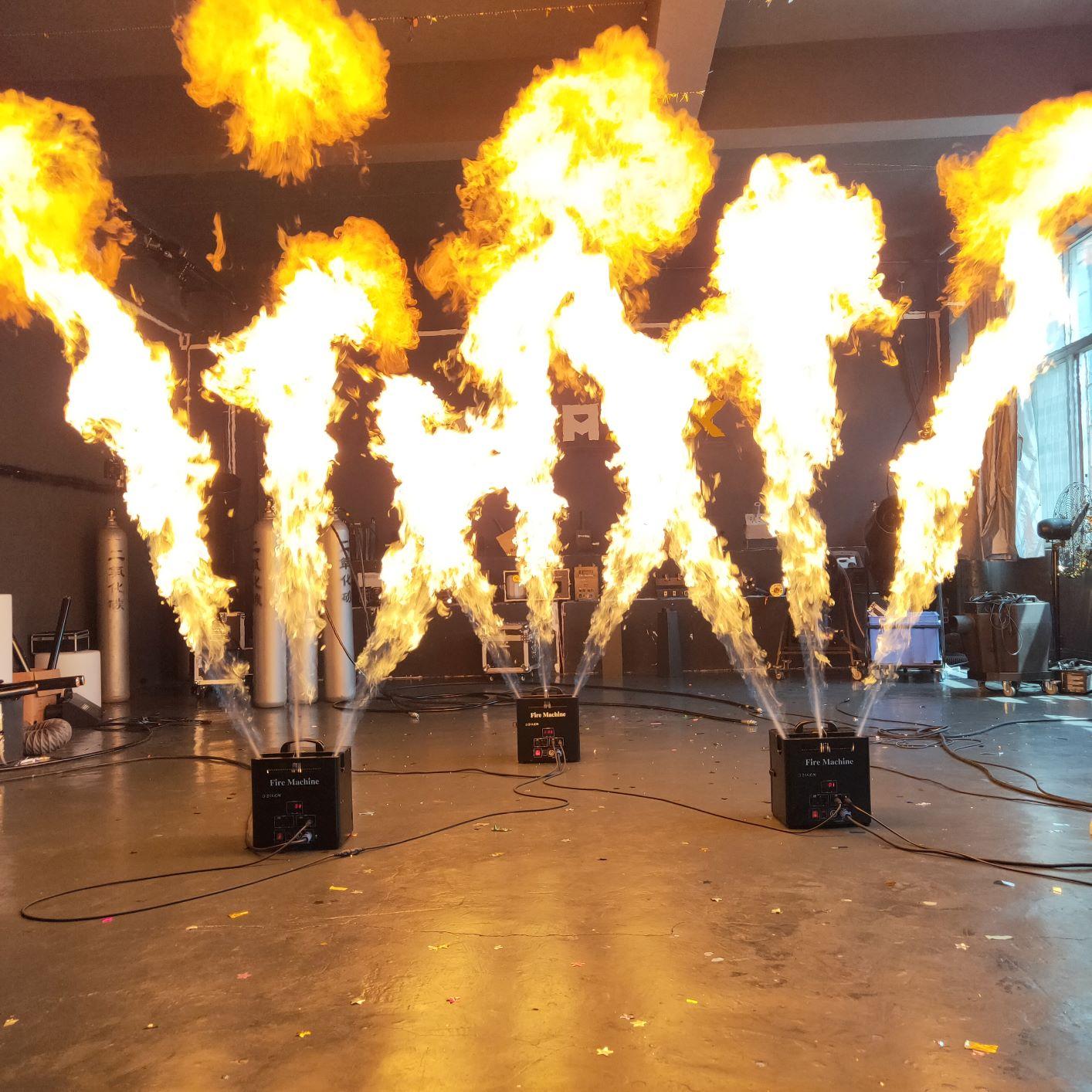 Новый трехсторонний проектор пламени с эффектами эффектов пламени для dj-концертных мероприятий