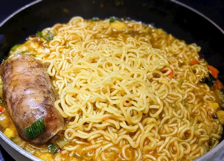 Китайский самонагревающийся малазийский дешевый бренд Корейская Пряная мама oem рамен лапша