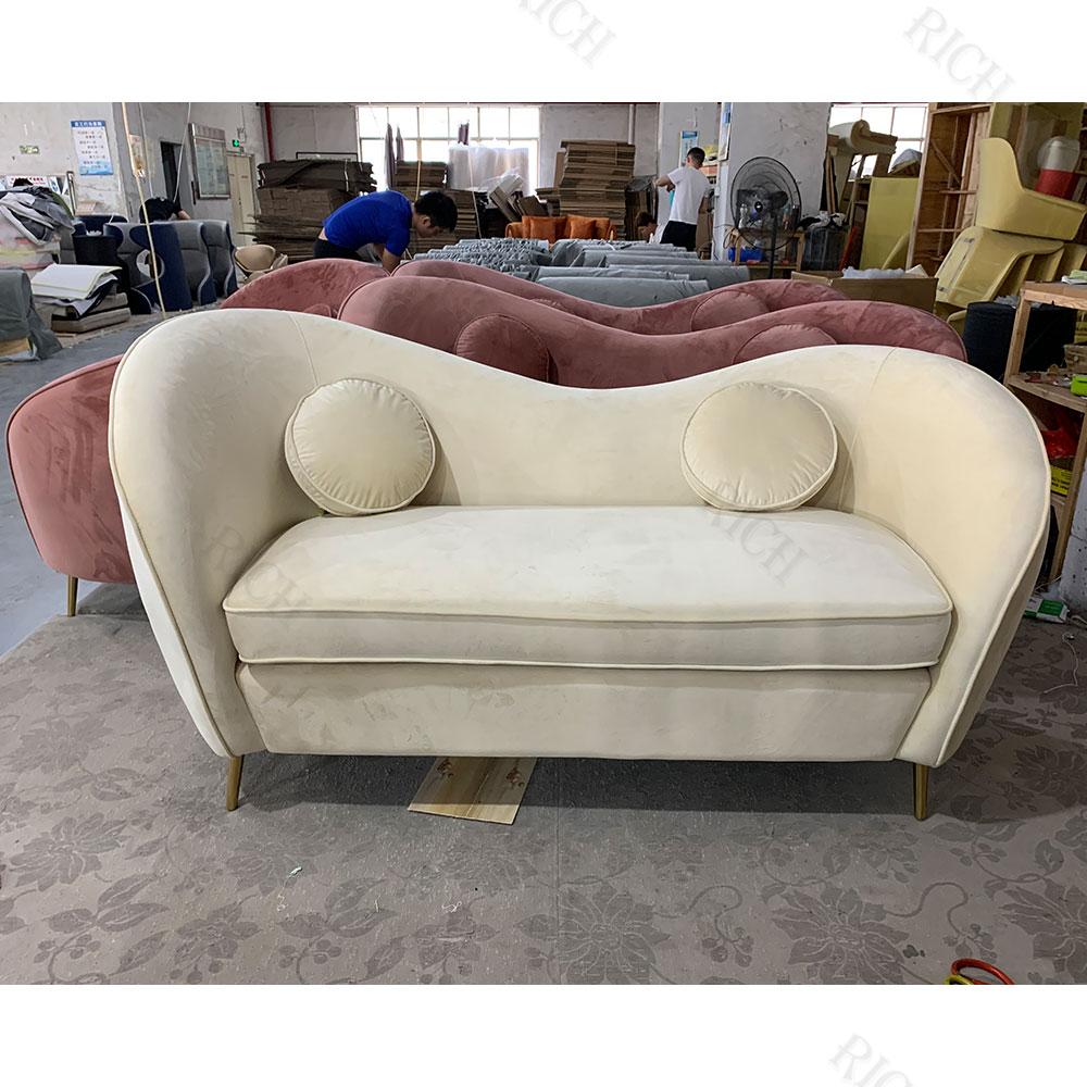 Европейский одинарный Розовый бархатный тканевый диван для влюбленных мебель для гостиной золотые дужки из нержавеющей стали