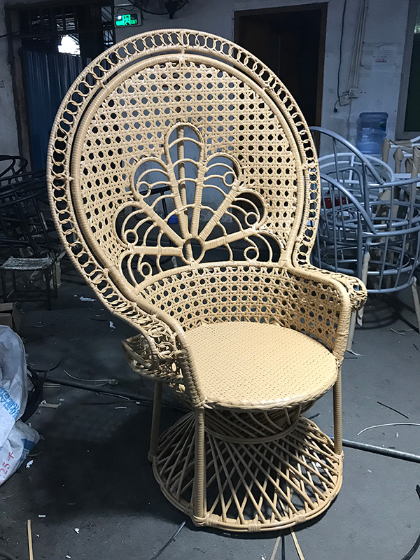 Садовые стулья из ротанга
