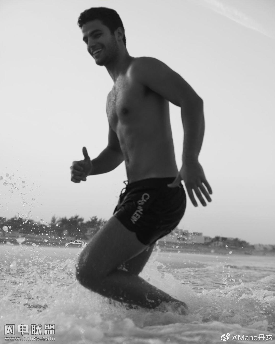 欧美肌肉男模帅哥海边性感文艺内裤写真第10张