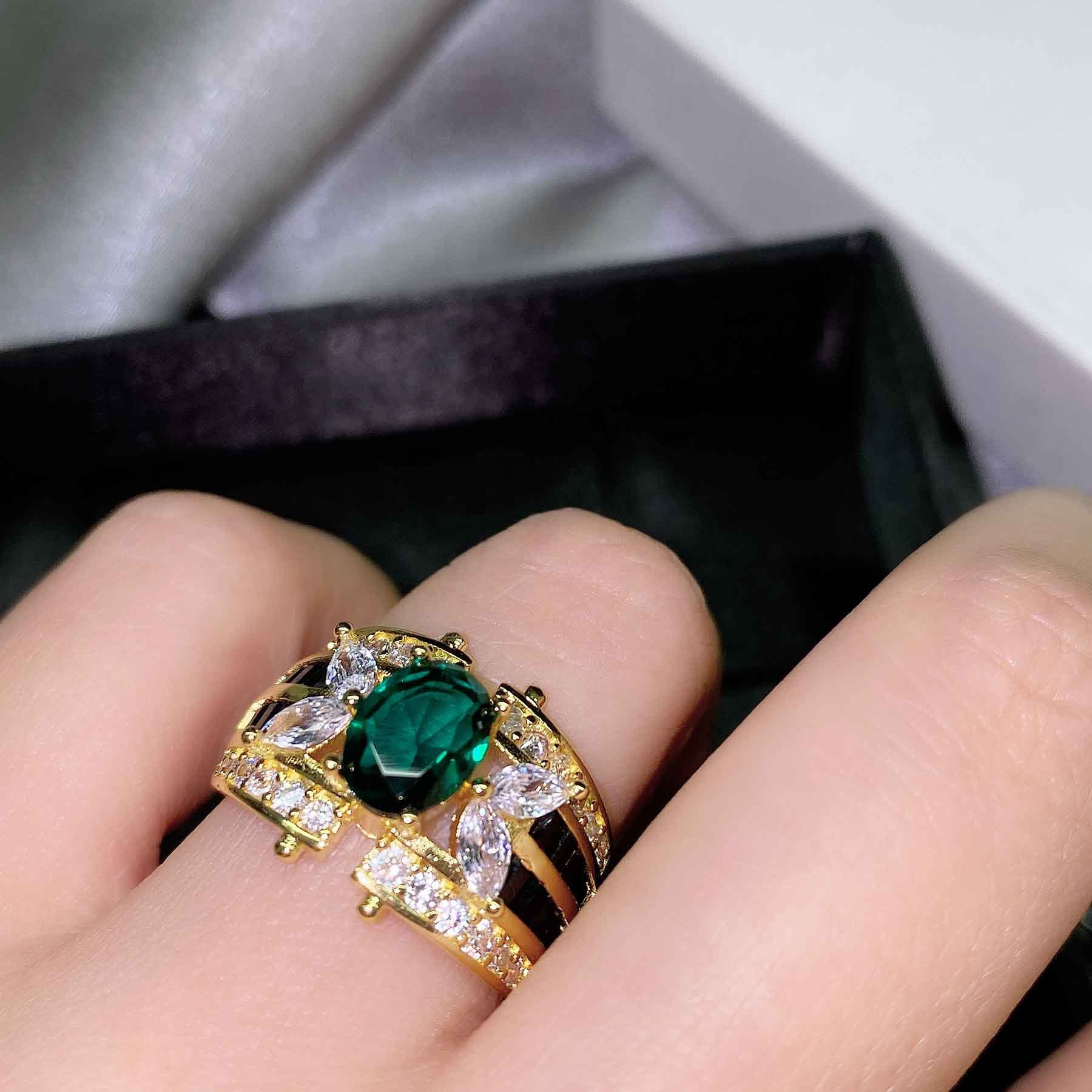 Vintage Emeralds Ring For Women Gold Jewelry Carved Flowers Finger Ring Female Charm Necklaces Jewelry Gift Party Ring