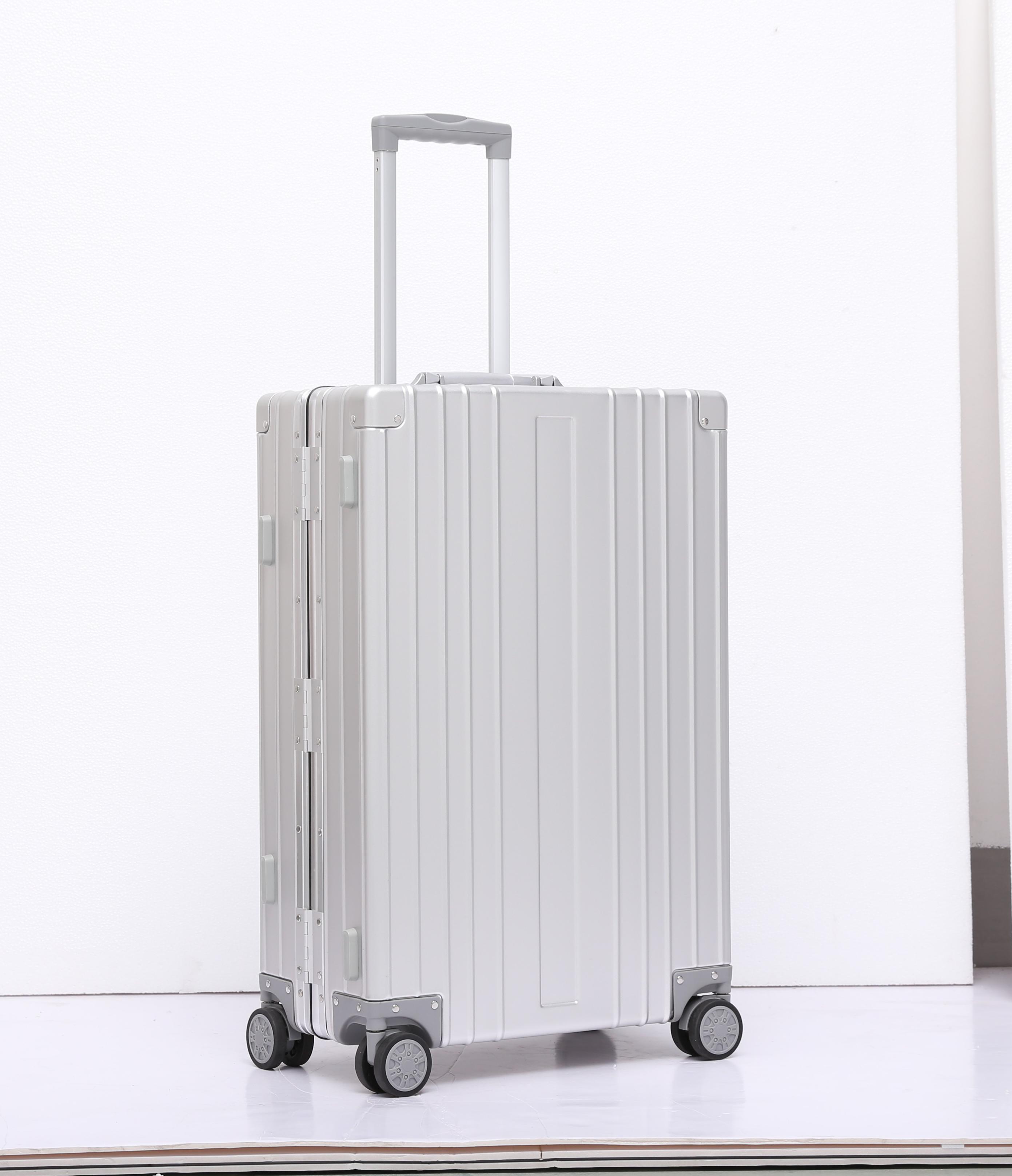 2020 New Fashion Aluminum Hard Side Travel Luggage Pilot Case