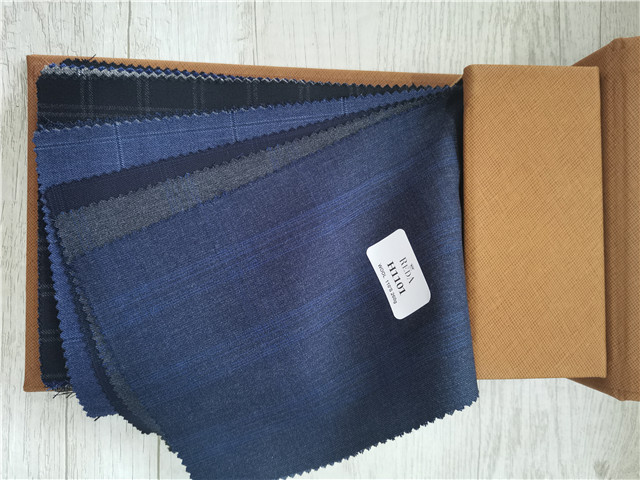 Latest Italian suits fabric super 150's wool cashmere  solid  check fabric book