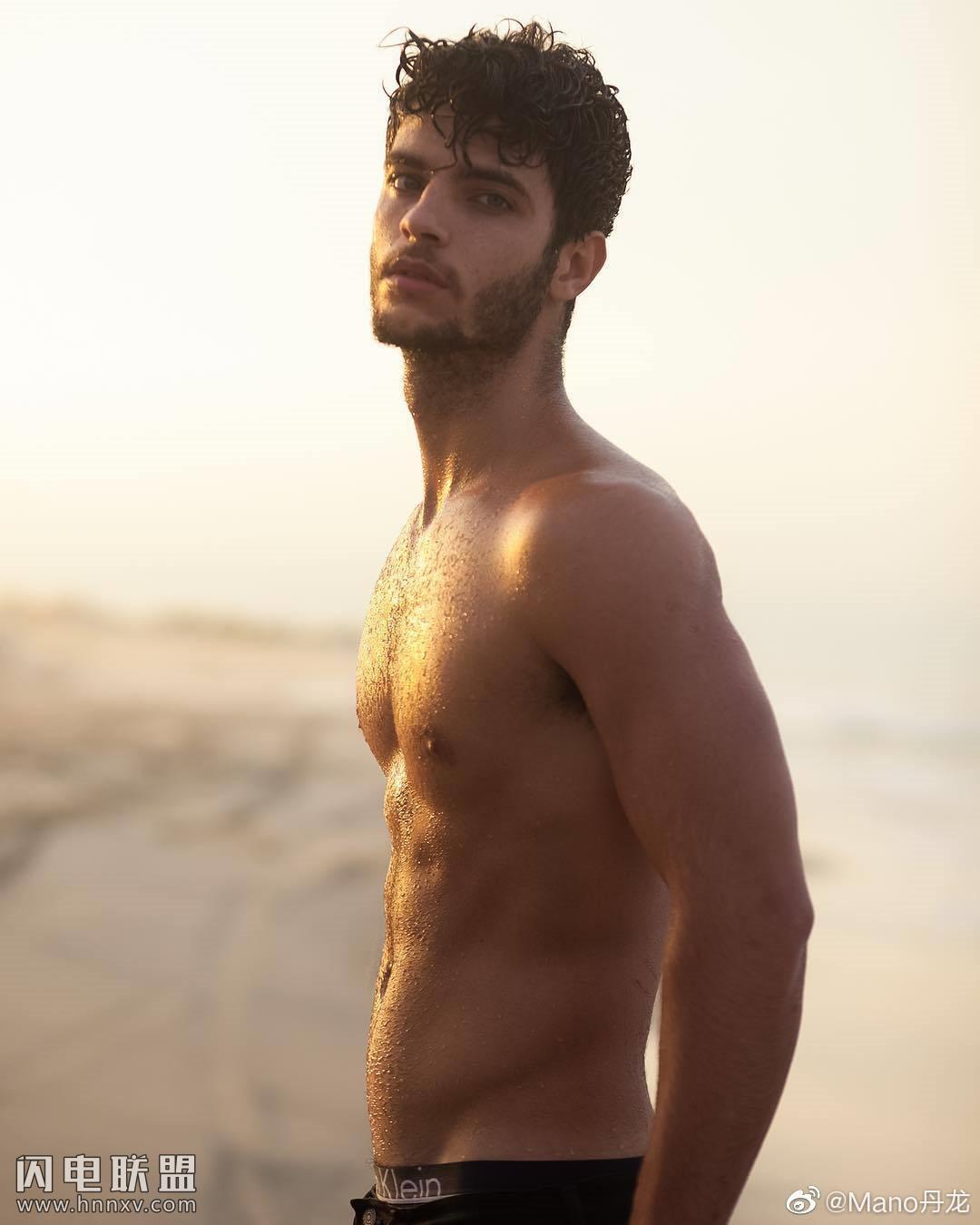 欧美肌肉男模帅哥海边性感文艺内裤写真第6张