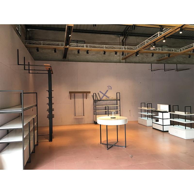 Роскошный дизайнерский стеллаж для розничной продажи косметики с антихимической окраской МДФ и металлической рамой для демонстрации косметических магазинов