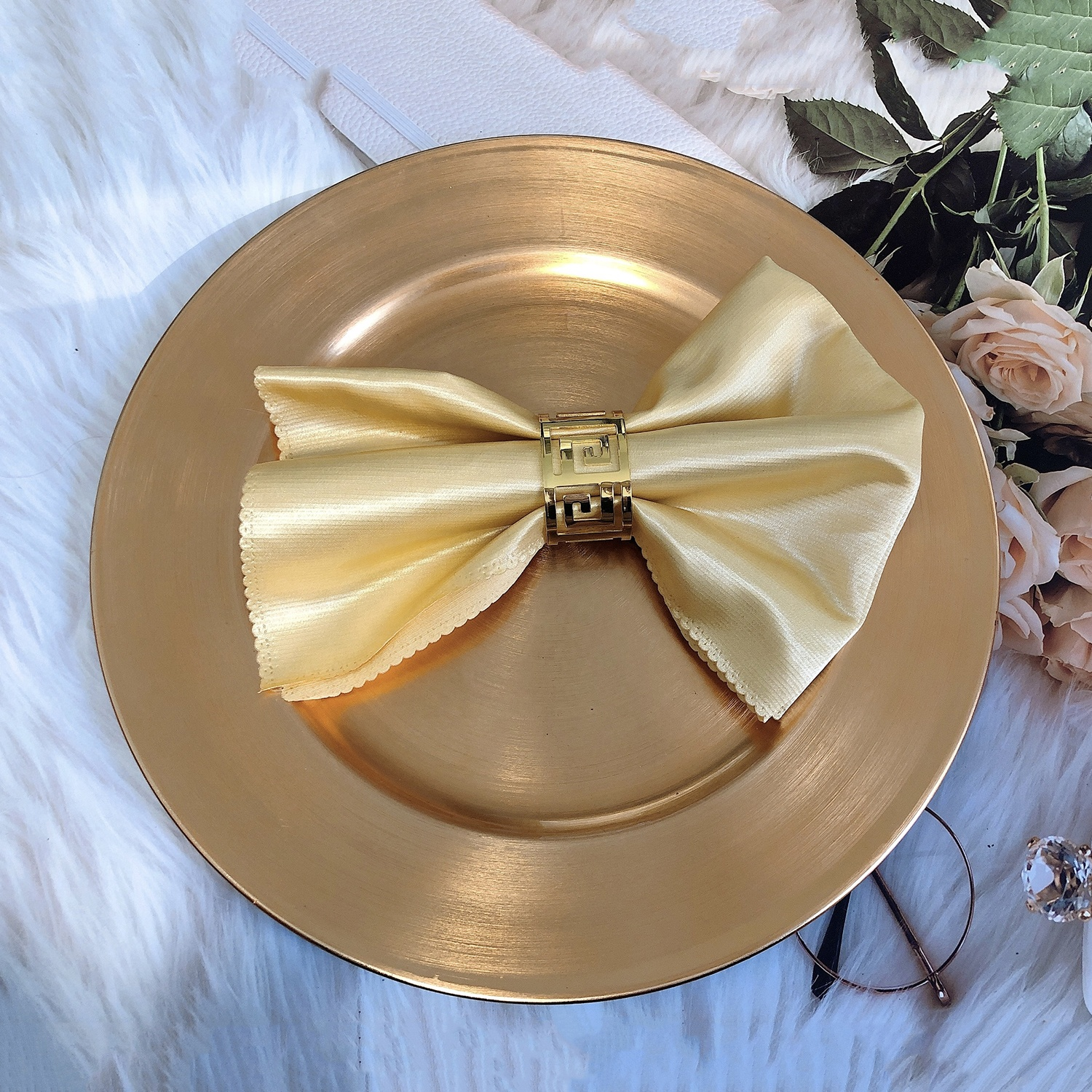Elegant Gold Round Charger Plates for Weddings