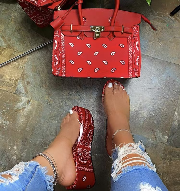 2021 Summer New Fashionable and popular cheap Sandals Slippers casual slippers shoes stock wholesale hot sale woman sandals