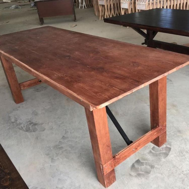 Банкетный гостиничный стол из массива сосновой древесины со спинкой