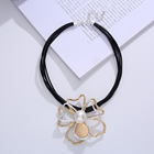 Pearl 2021 Hot Selling Fashion Ladies Large Flower Shaped Double Pearl Necklace Cowhide Rope Double Color Necklace Jewelry Necklace