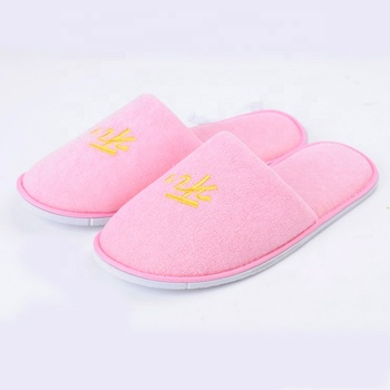 Eco Friendly Closed Toe Cushioned Pink Women Slippers Disposable