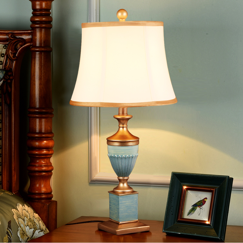 Luxury Blue and White Porcelain Ceramic Classical Antique Style Table Lamp