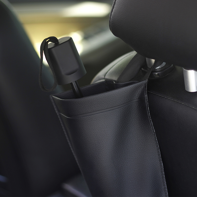The cars built-in umbrella cover prevents rain from wetting the floor and keeps the car clean