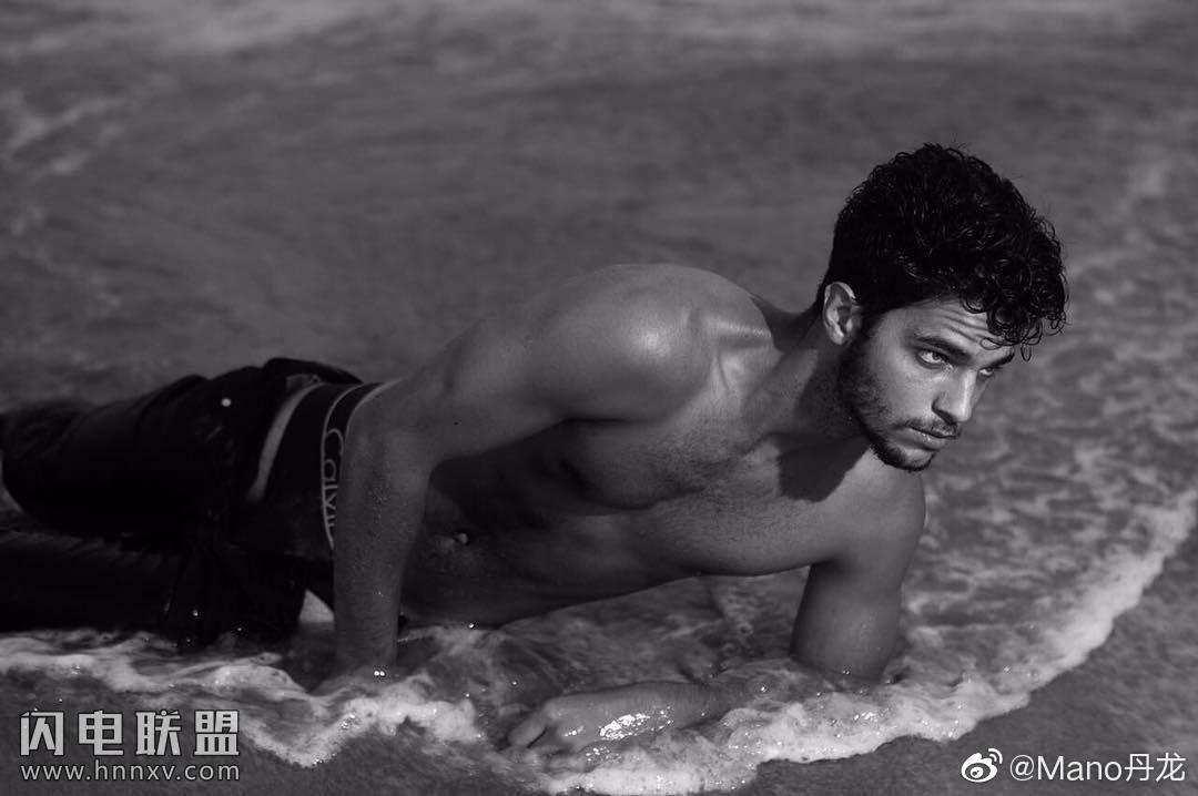 欧美肌肉男模帅哥海边性感文艺内裤写真第3张