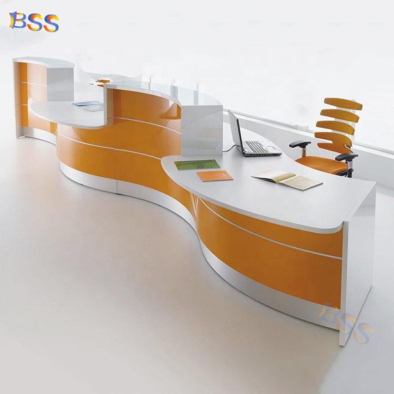 Современный изогнутый L-образный белый офисный стол для администратора салона