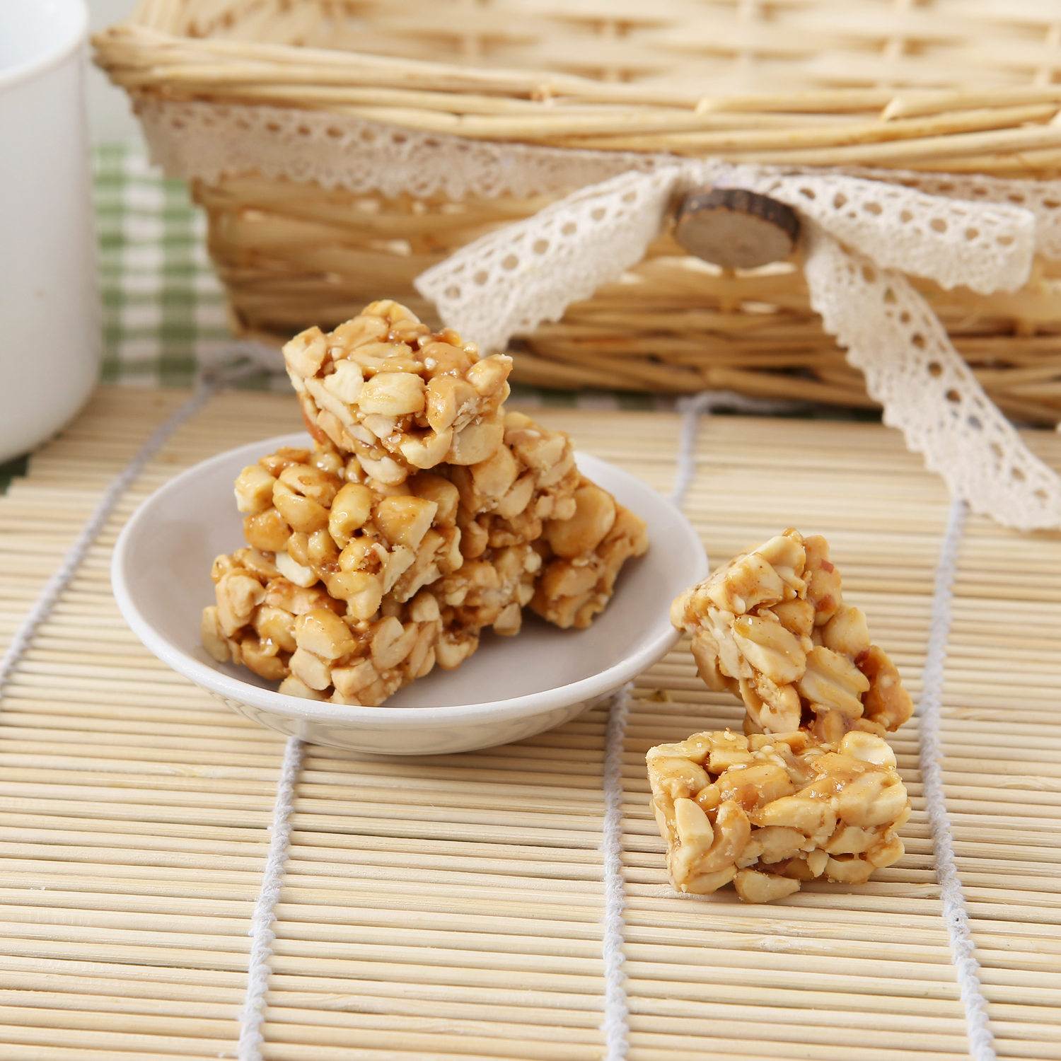 Hot Selling Nuts Candy Fragrant Crisp PEANUTS Nut Snacks Peanut Hard Candy Hand Made Normal HACCP Sweet Bag