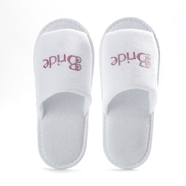 Luxury white wedding favor suede sole slipper for guest wholesale wedding slippers