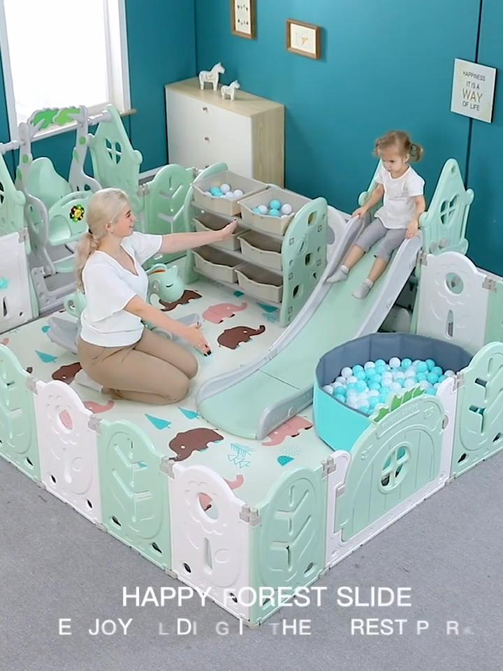 De plástico bebé pañales con tobogán y columpio para niños cerca del patio interior de plástico de juguete Parque parque de plástico