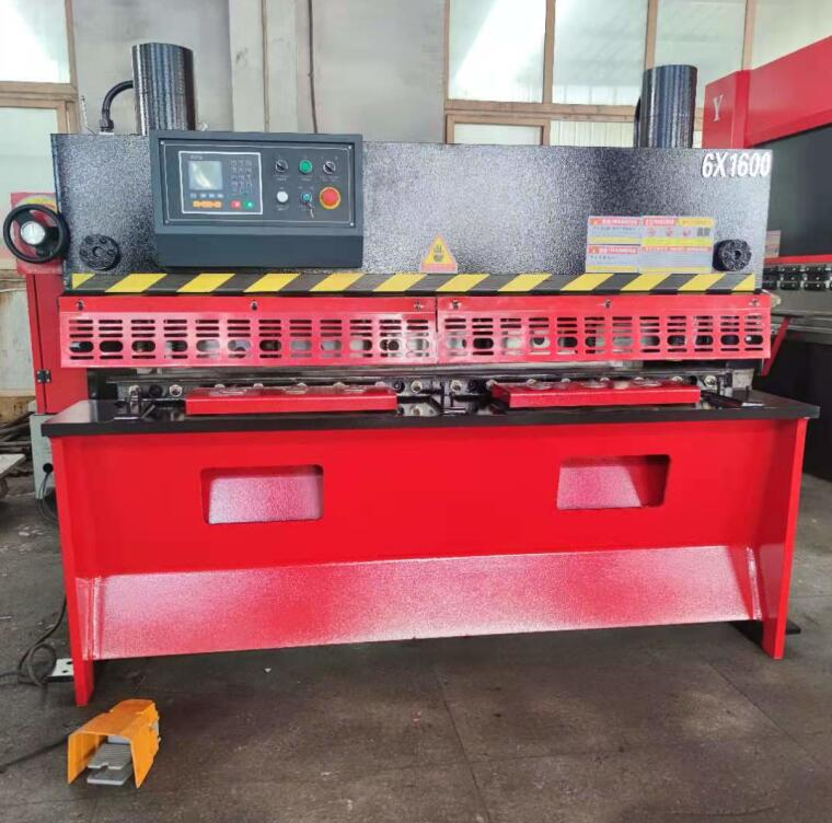 Small model QC11Y-6X1600 hydraulic guillotine shearing machine