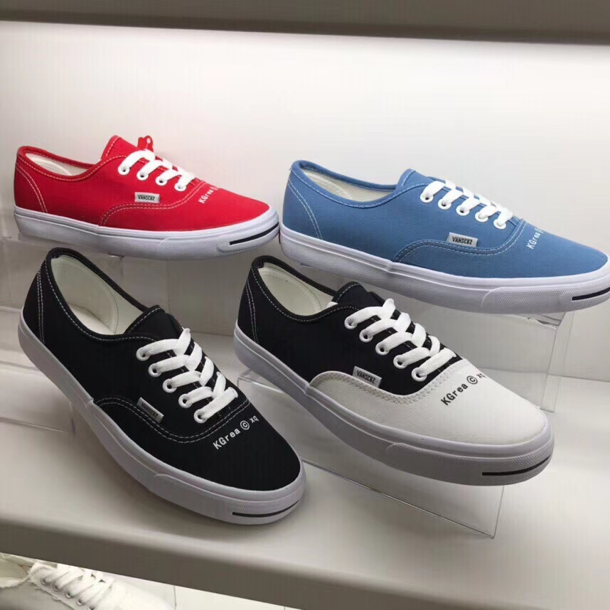 Stock shoes ultra low price and mixed white flat sports shoes breathable sneakers for women