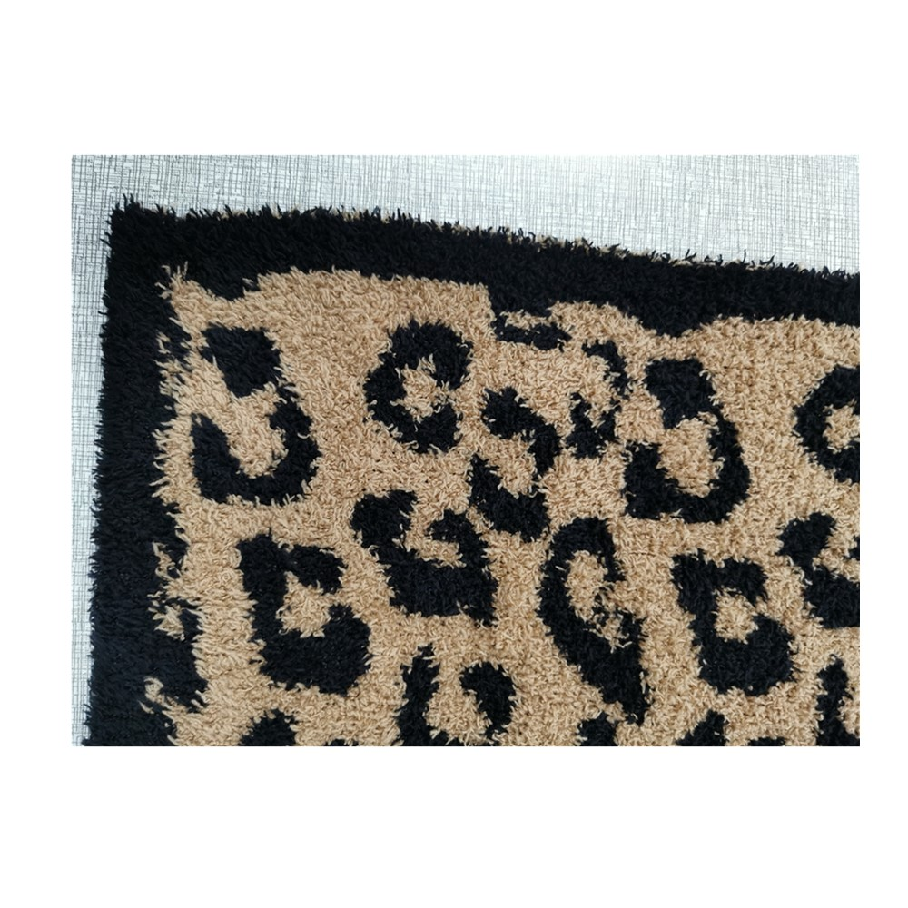 top sell zero defect super soft 100% polyester microfiber feather yarn leopard zebra jacquard knit throw blanket