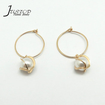 Minimalist Gold Plated Girls Jewelry Hoop Earrings With Pearl Pendant