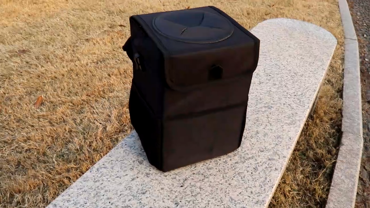 Amazon New Design Foldable Leakproof Vehicle Headrest Hanging Trash Can for Car with Leather Lid