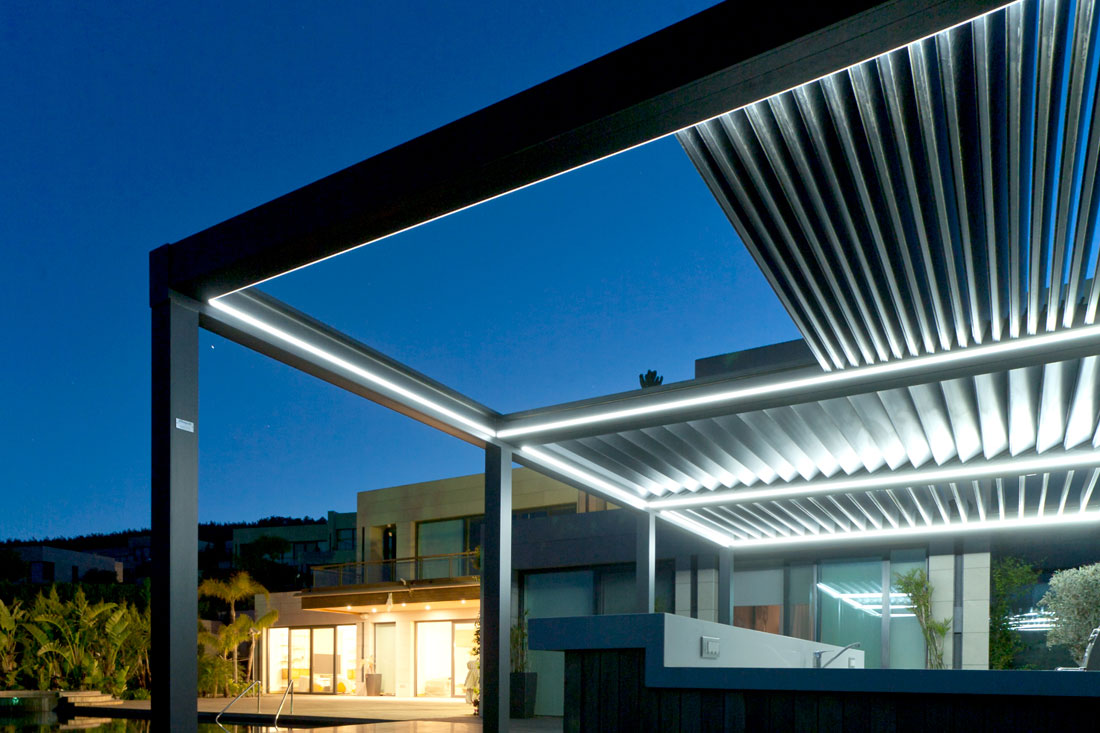 Lianhong OEM Louvered Roof Pergola Outdoor Waterproof Customized Motorized retractable Awnings