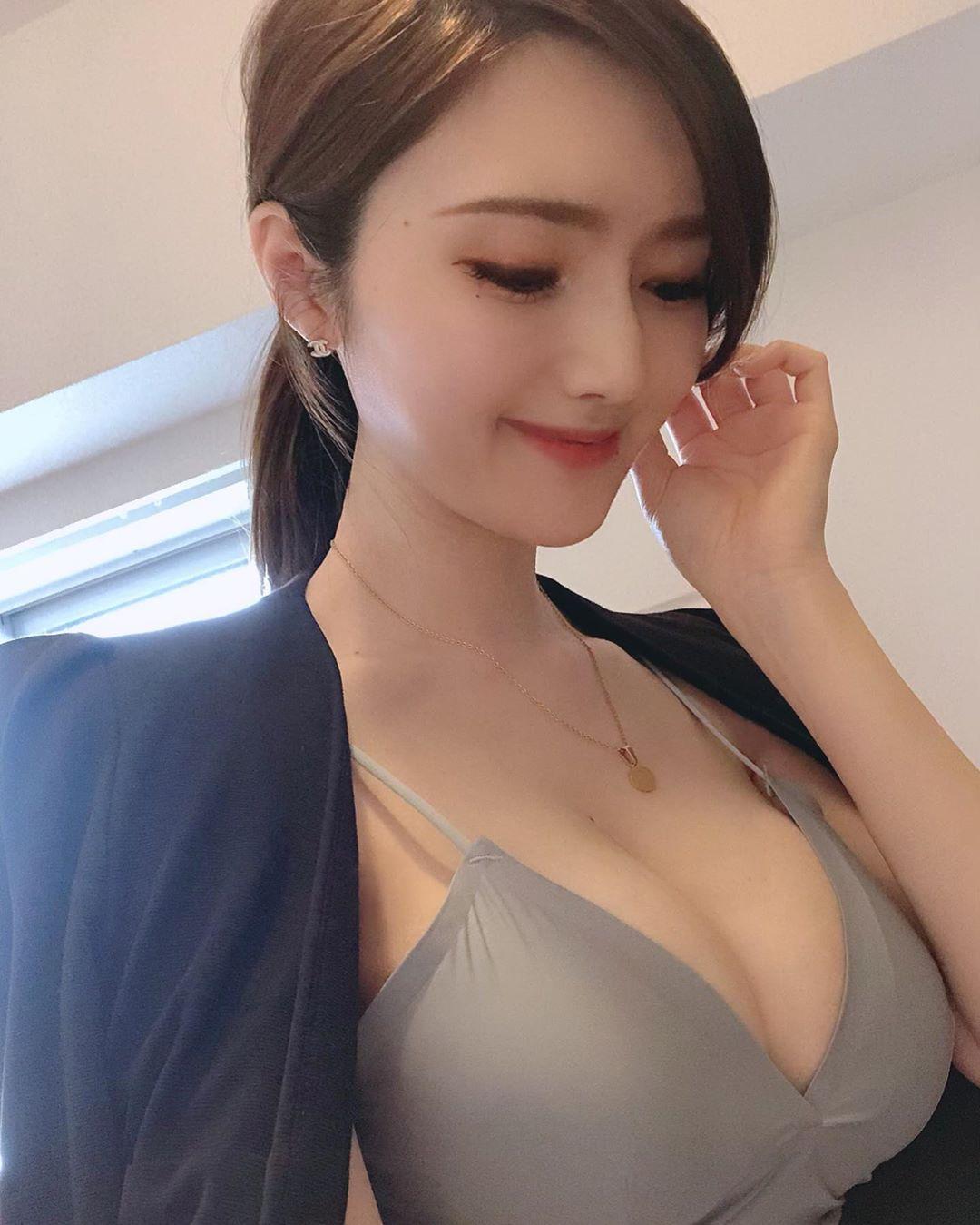 日韩混血儿美女,娃娃脸+丰满身材百变销魂  日韩混血 娃娃脸 第5张