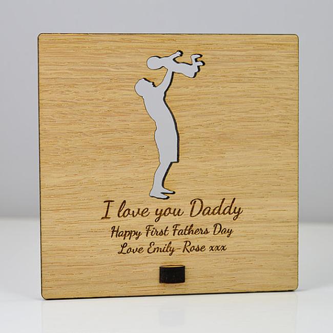 Деревянная открытка с резьбой на заказ для подарка на День отца
