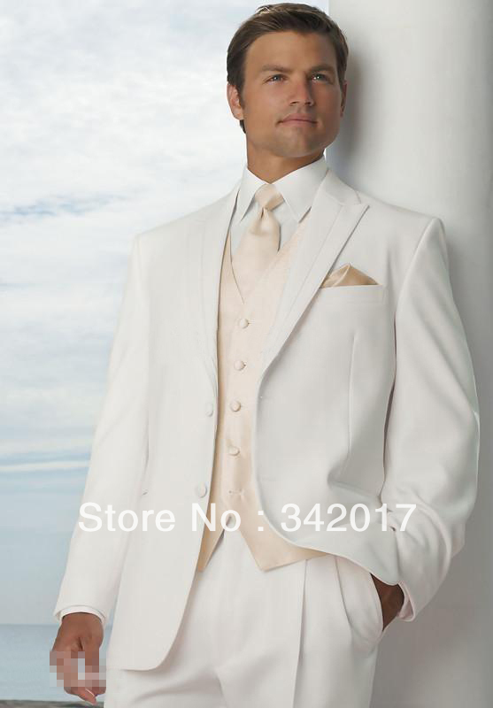 If they're worn correctly and with the right amount of confidence, they can make you look debonair and suave. The great news is that Mensitaly offers shoppers many high-quality choices in cheap 3 button Italian suits. People who are looking for affordable 3 button suits straight from Italy can depend on our plentiful high-quality offerings.