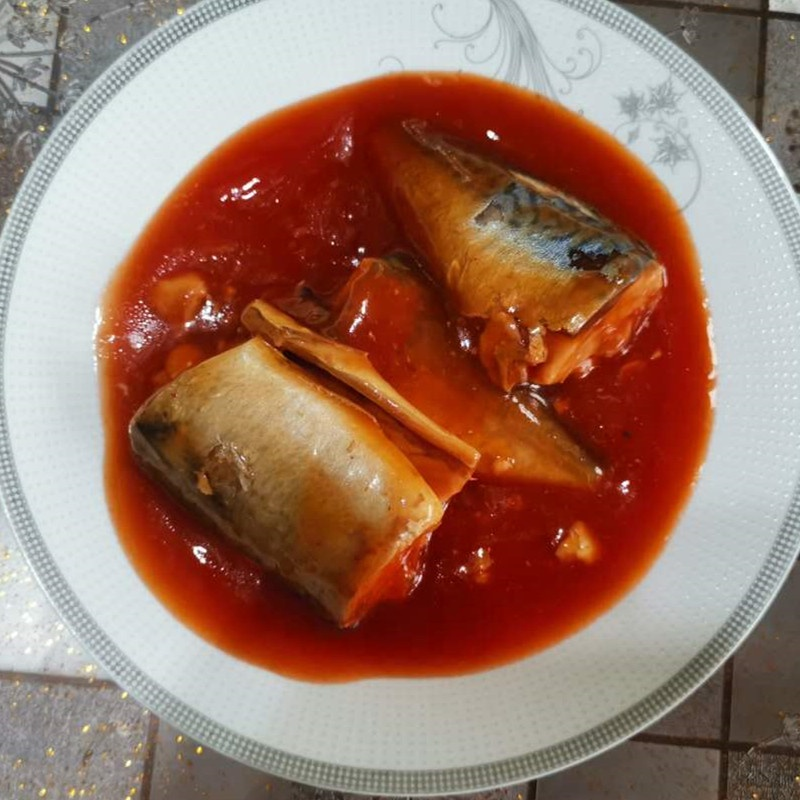 Высокое качество консервы скумбрия в томатном соусе