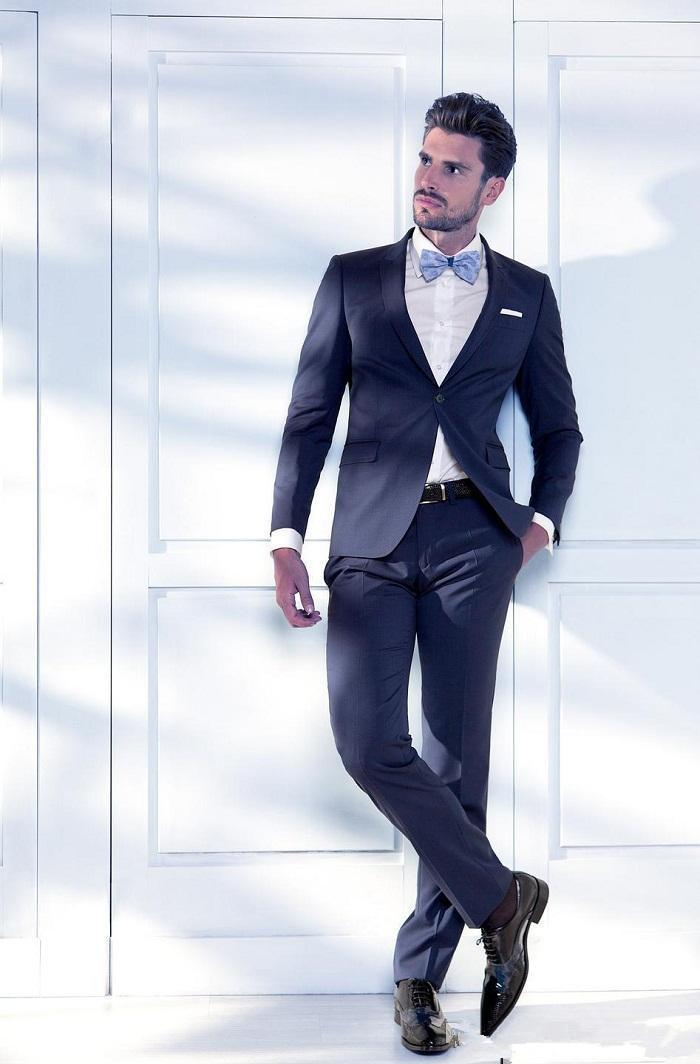 Like the best in modern design, his suit is simple and streamlined, perfectly crafted. That's the look you want. Photo: Eric Ray Davidson. 2. More Than Ever, It's About Fit.
