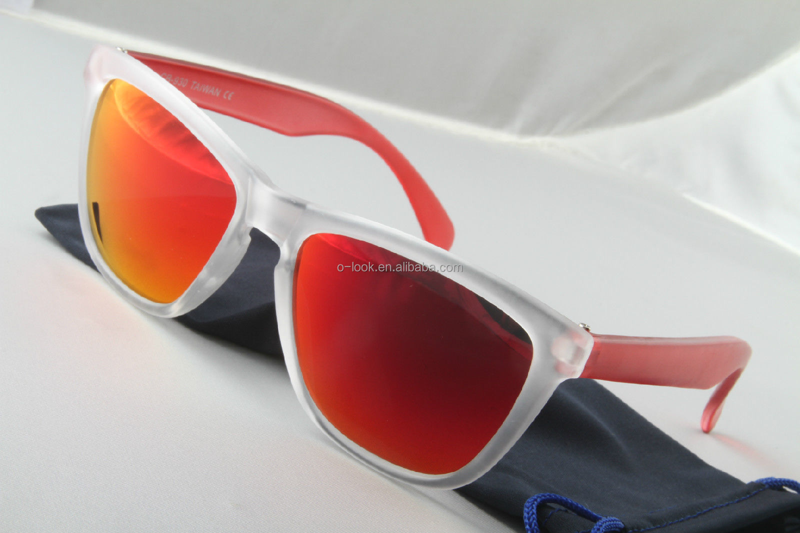 Originally designed to shield the eyes of the US aviators at high altitudes, quality has always been in the DNA of Ray-Ban glasses and sunglasses. Over 75 years later, the Aviator is still the most established icon in the eyewear market, together with others like the original Ray-Ban Wayfarer, Clubmaster and prescription frames.