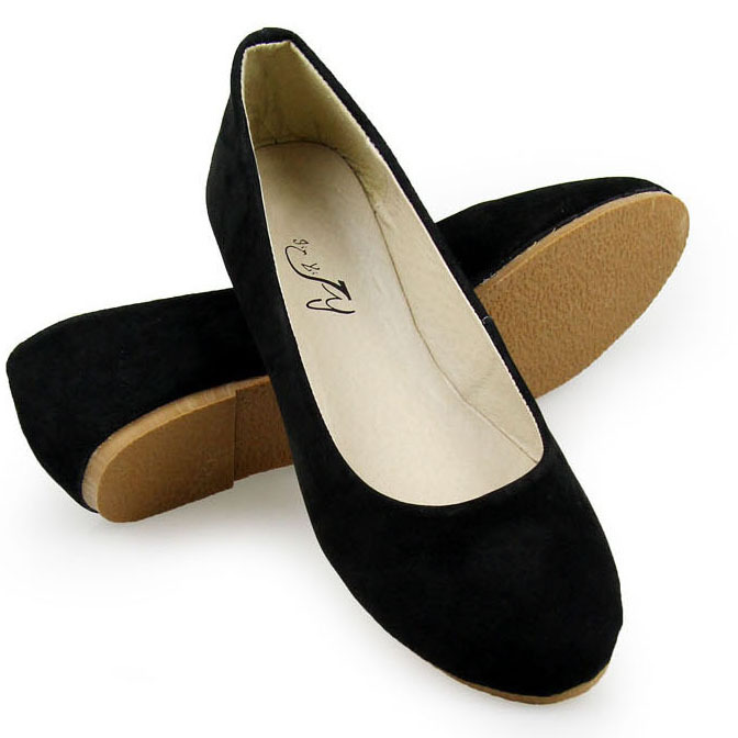 COACH flats are great for both formal and casual occasions. You can't go wrong if you need a versatile shoe to add to your wardrobe. Choose sleek ballet flats, loafers or boat shoes to make a striking fashion statement.
