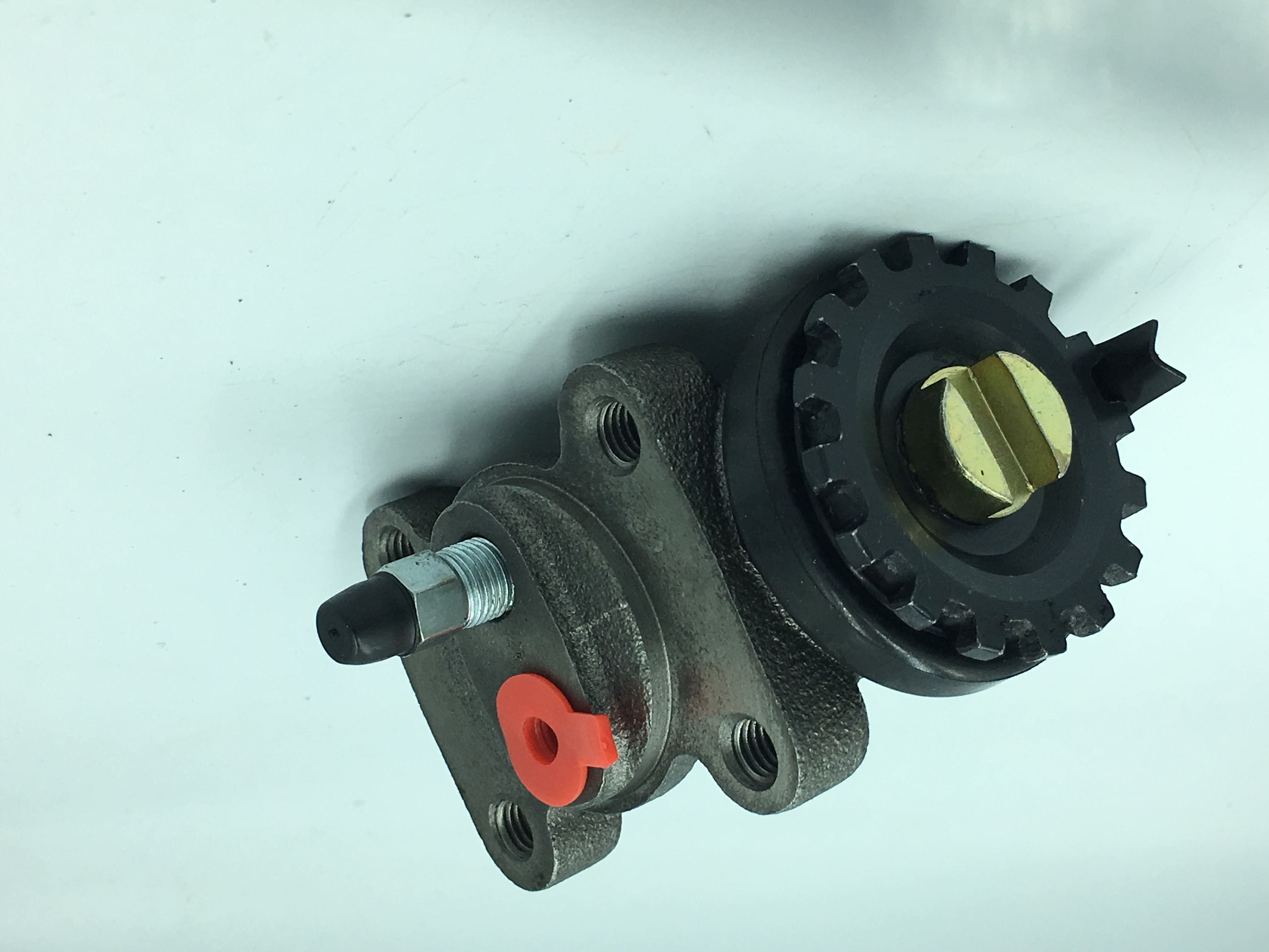Hot selling high quality auto parts brake pump 100P