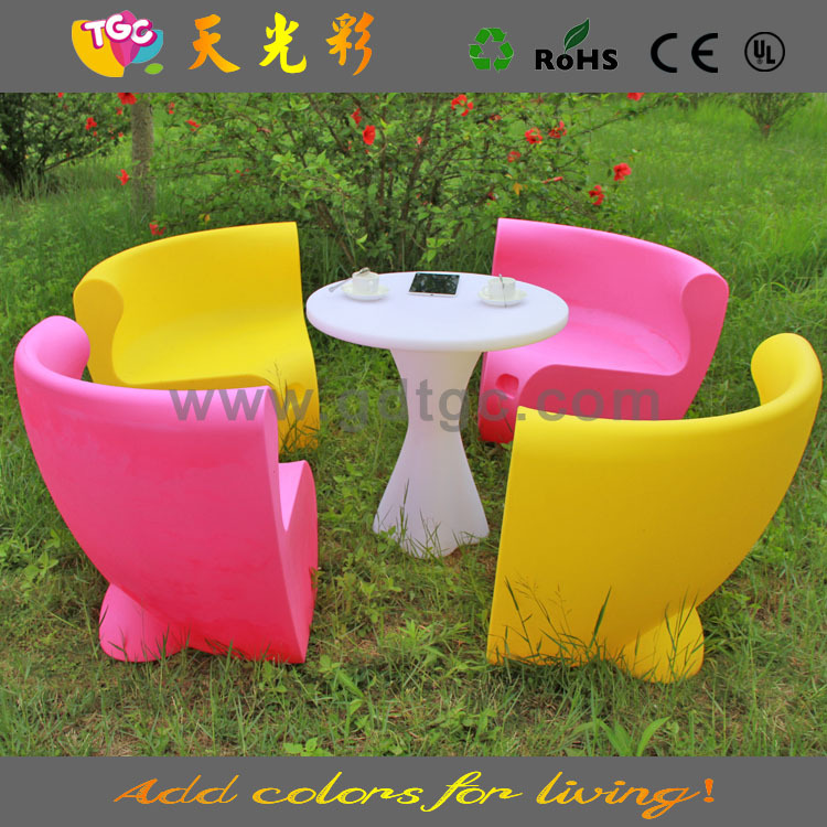 Latest Plastic Outdoor Table Chairs Colorful Event Party