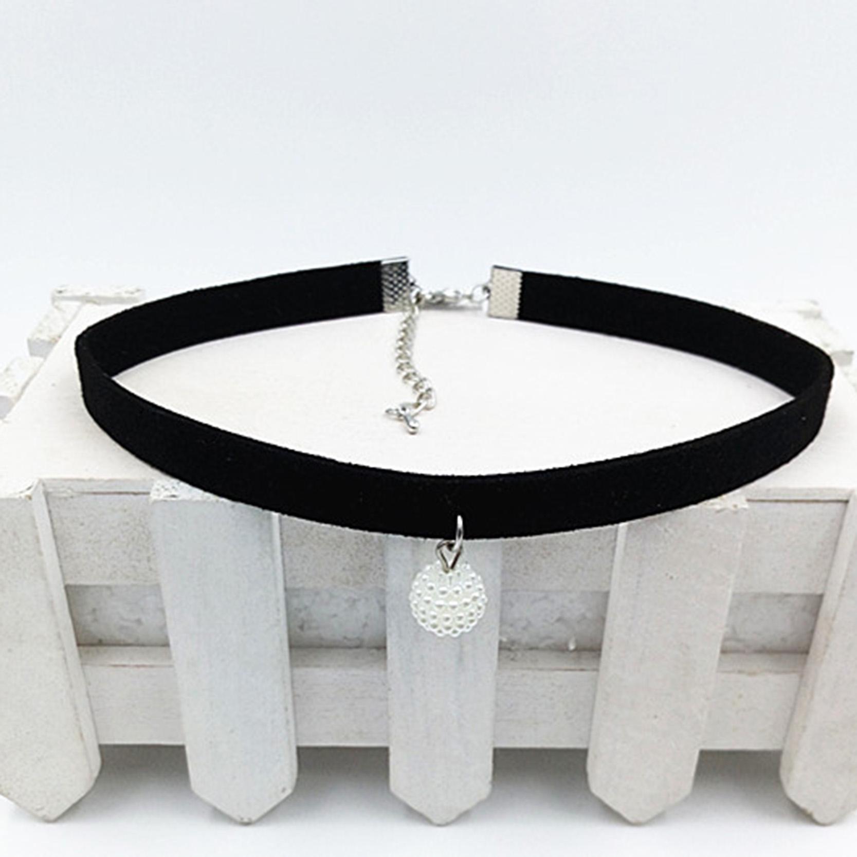 bee8a8226345 Compre Al Por Mayor Moda Cuerda Negro Resina Colgante Gargantilla ...