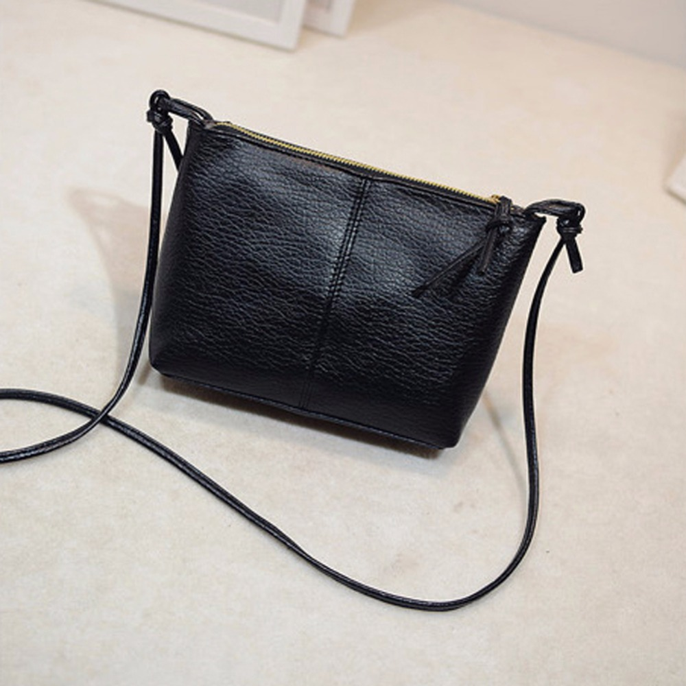 AR New York wholesales fashion forward handbags, purses and wallets. Based in NYC, you'll love our bags for their great materials, designs and colors.