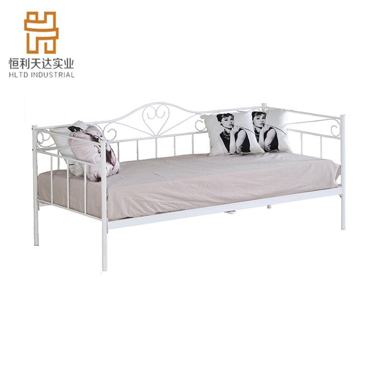 كنبة سرير حديد