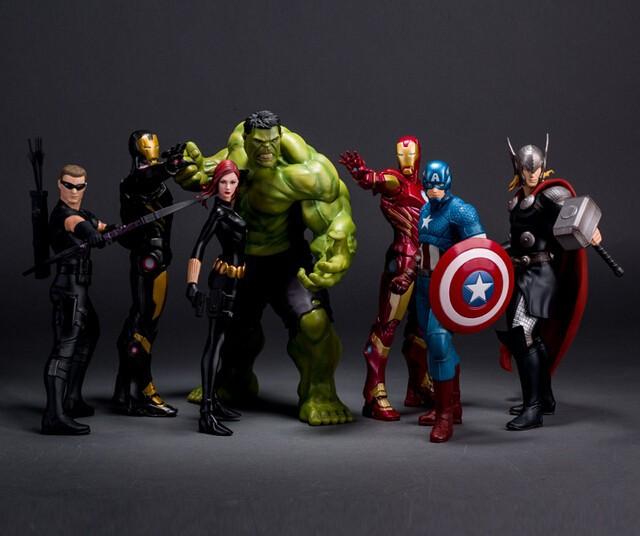12Pcs//lot Action Figures Iron Man Hulk Captain America Spiderman Batman Superman